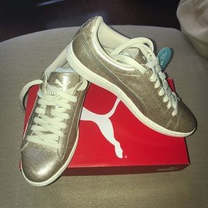 New in box Puma metallic pewter tennis shoes